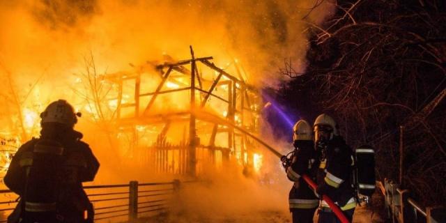 Ogromny pożar młyna wodnego w miejscowości Ruda. W akcji osiem zastępów strażaków